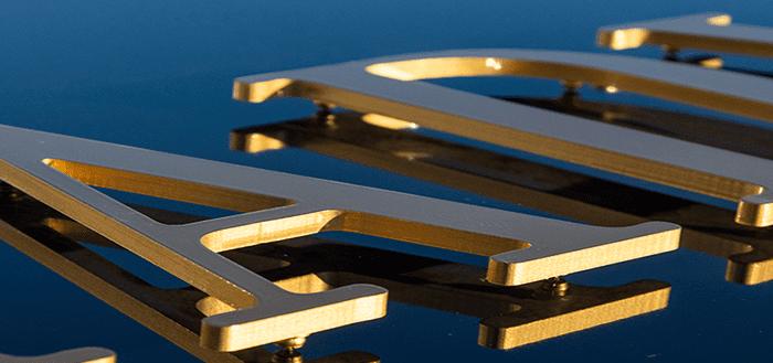 goud metalliek gespoten