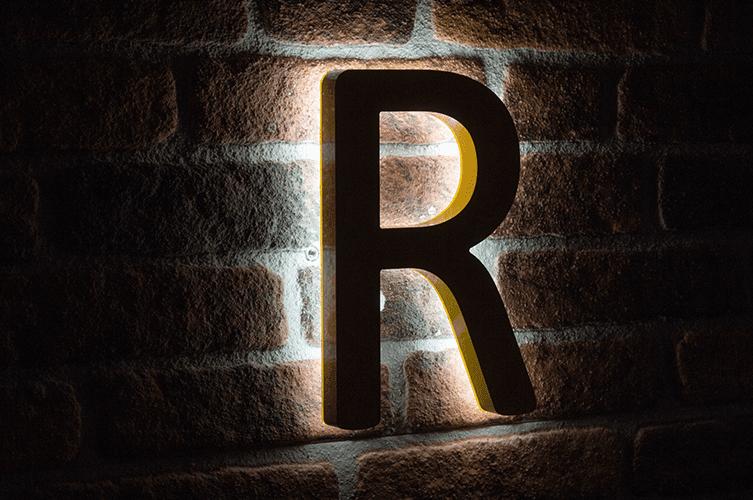 back lit letter nachtwaarde